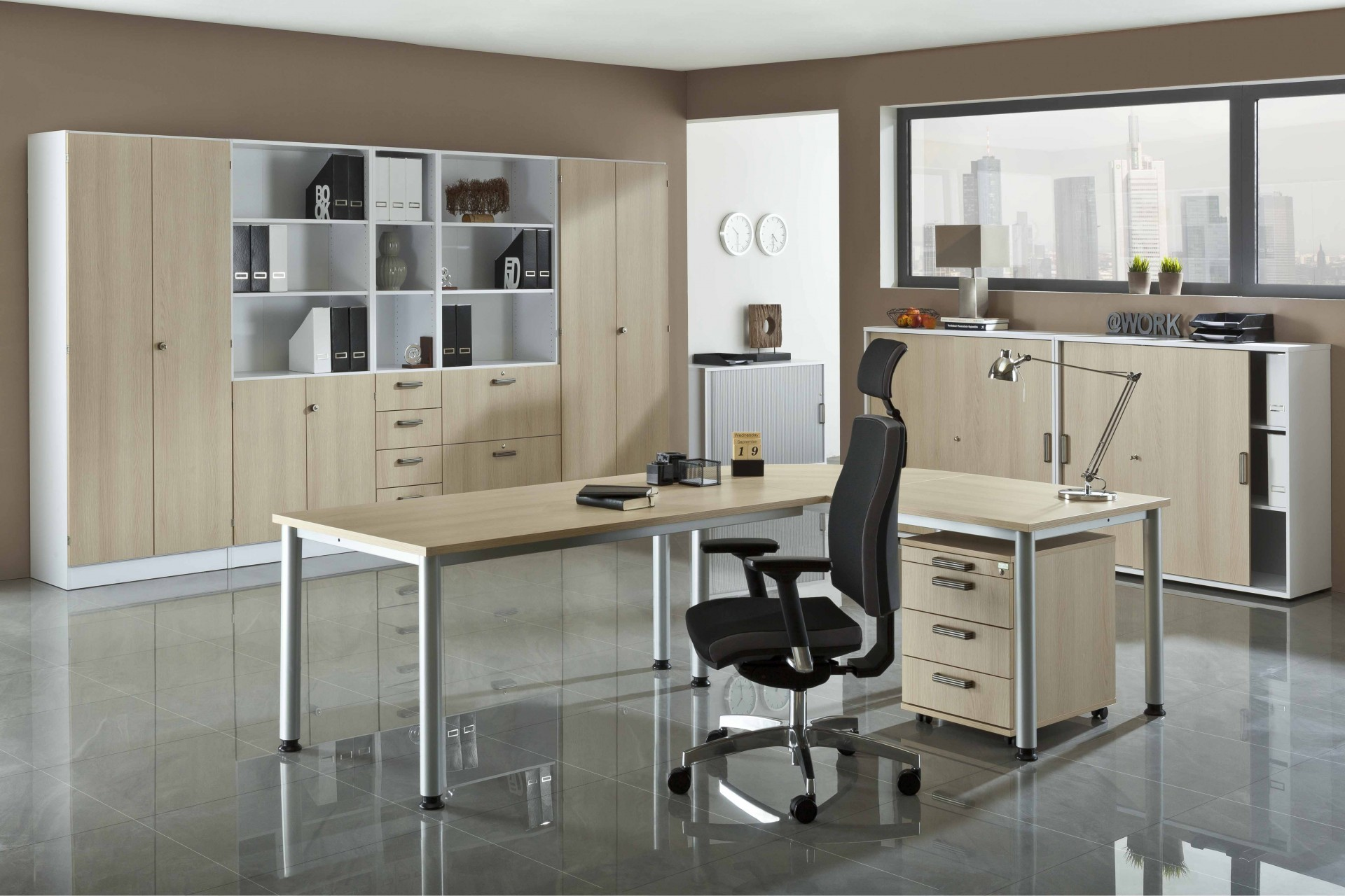 bureau r glable en hauteur variance. Black Bedroom Furniture Sets. Home Design Ideas