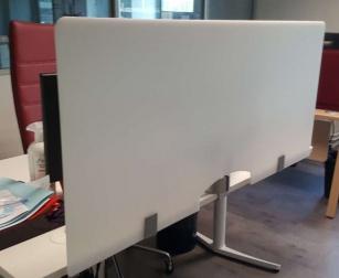 Cloison de protection - Ecran blanc plexiglas à fixer pour bureau individuel